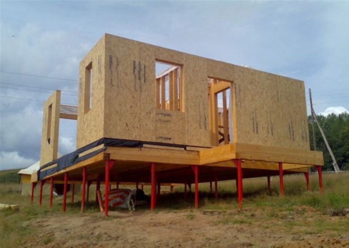 Проекты каркасных домов на сваях своими руками