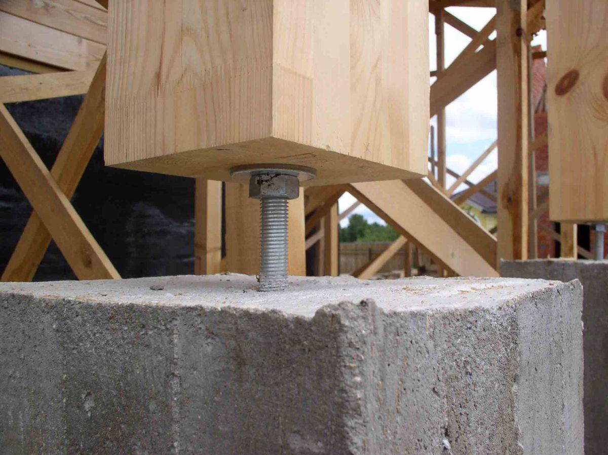 Крепление деревянных опорных столбов
