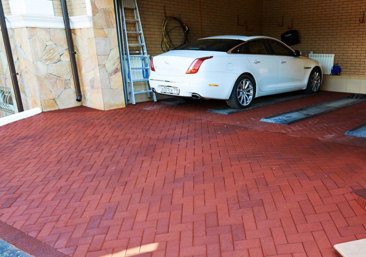 Резиновая плитка – для садовой тропинки, гаража и спортивной площадки 1279