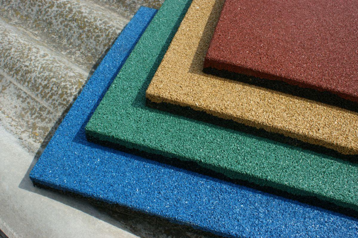 Резиновая плитка – для садовой тропинки, гаража и спортивной площадки 1288