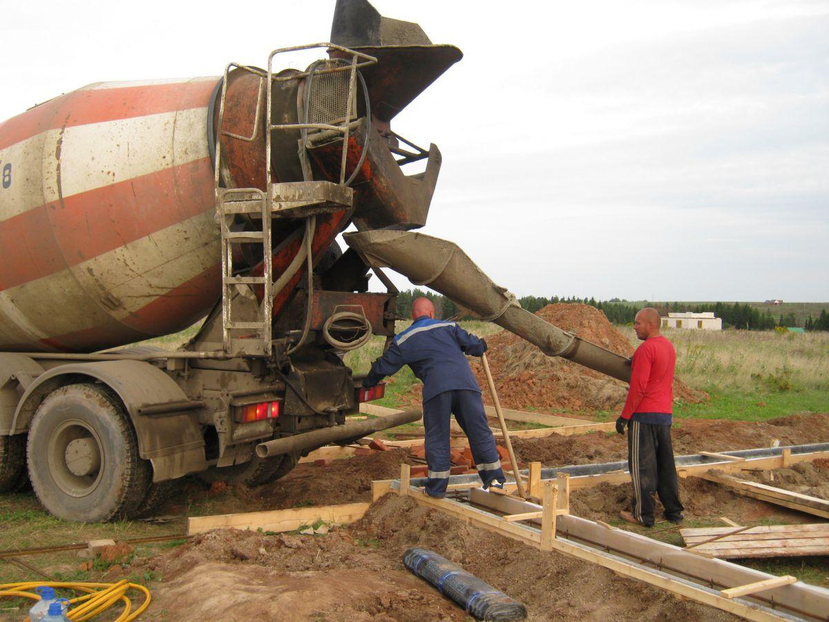 Ленточный фундамент. Подобрать бетон по основным характеристикам,  и как правильно заказать бетон на участок 1427