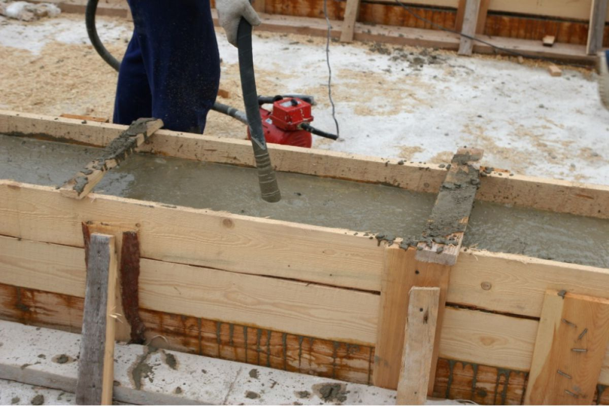 Укладка и уплотнение бетона  1608