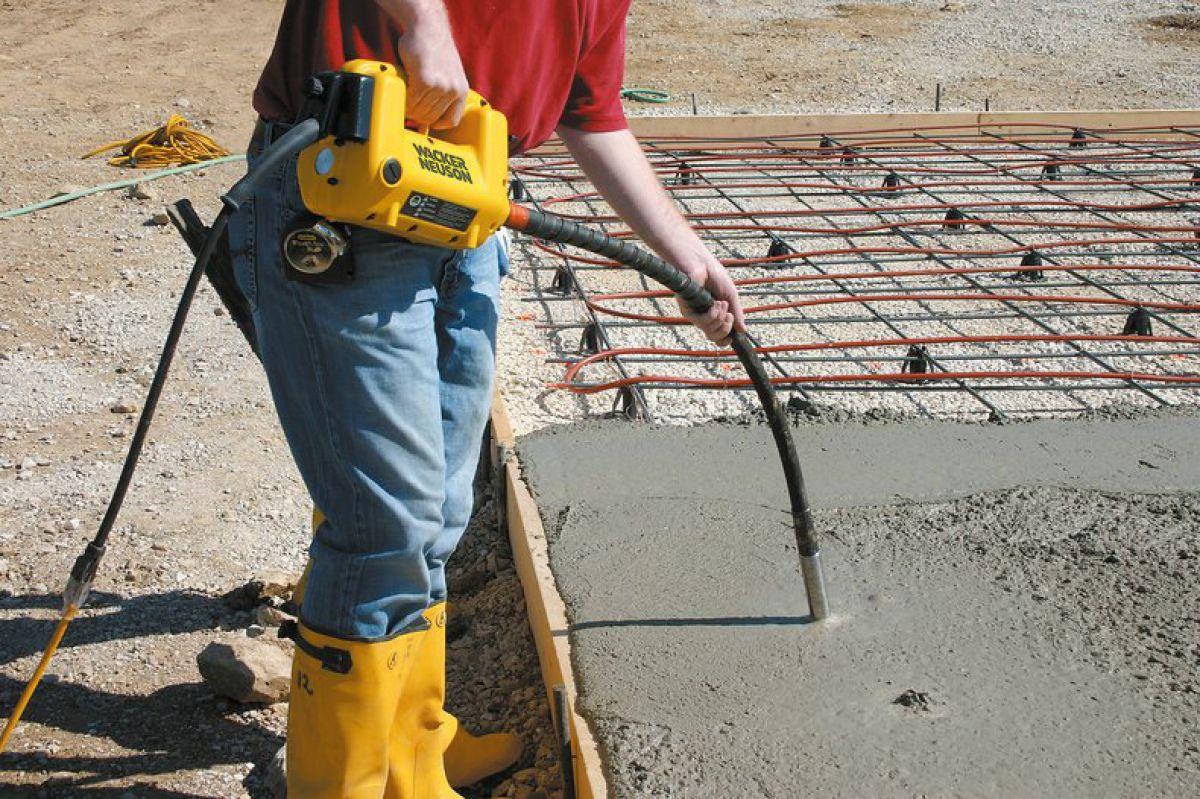Укладка и уплотнение бетона  1615