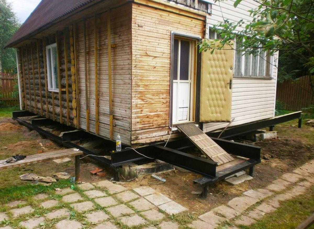 замена фундамента деревянного дома на винтовые сваи