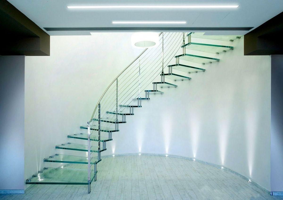 Стеклянная лестница в интерьере – изящество и надежность 2831