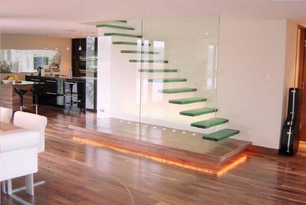 Стеклянная лестница в интерьере – изящество и надежность 2837