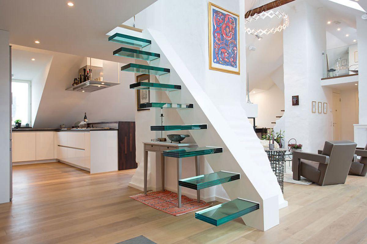 Стеклянная лестница в интерьере – изящество и надежность 2838