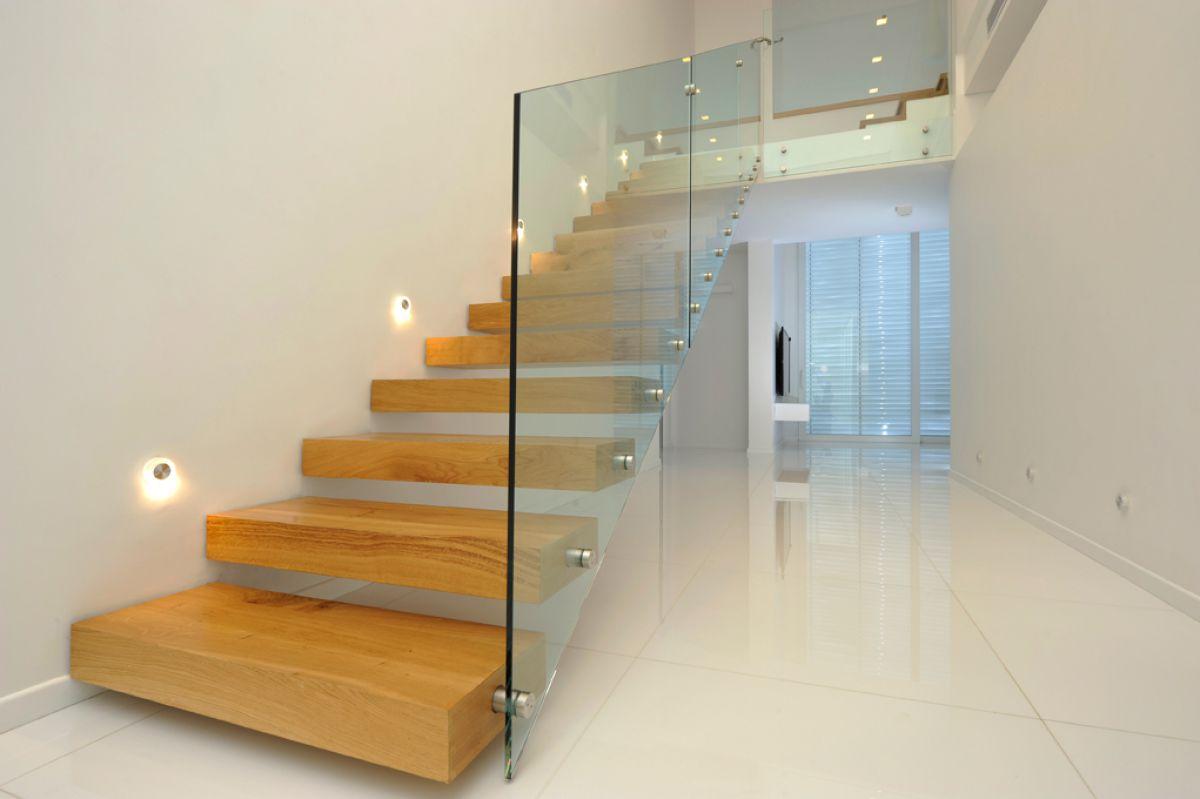 Стеклянная лестница в интерьере – изящество и надежность 2840