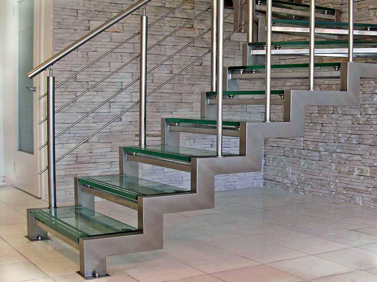 Стеклянная лестница в интерьере – изящество и надежность 2841