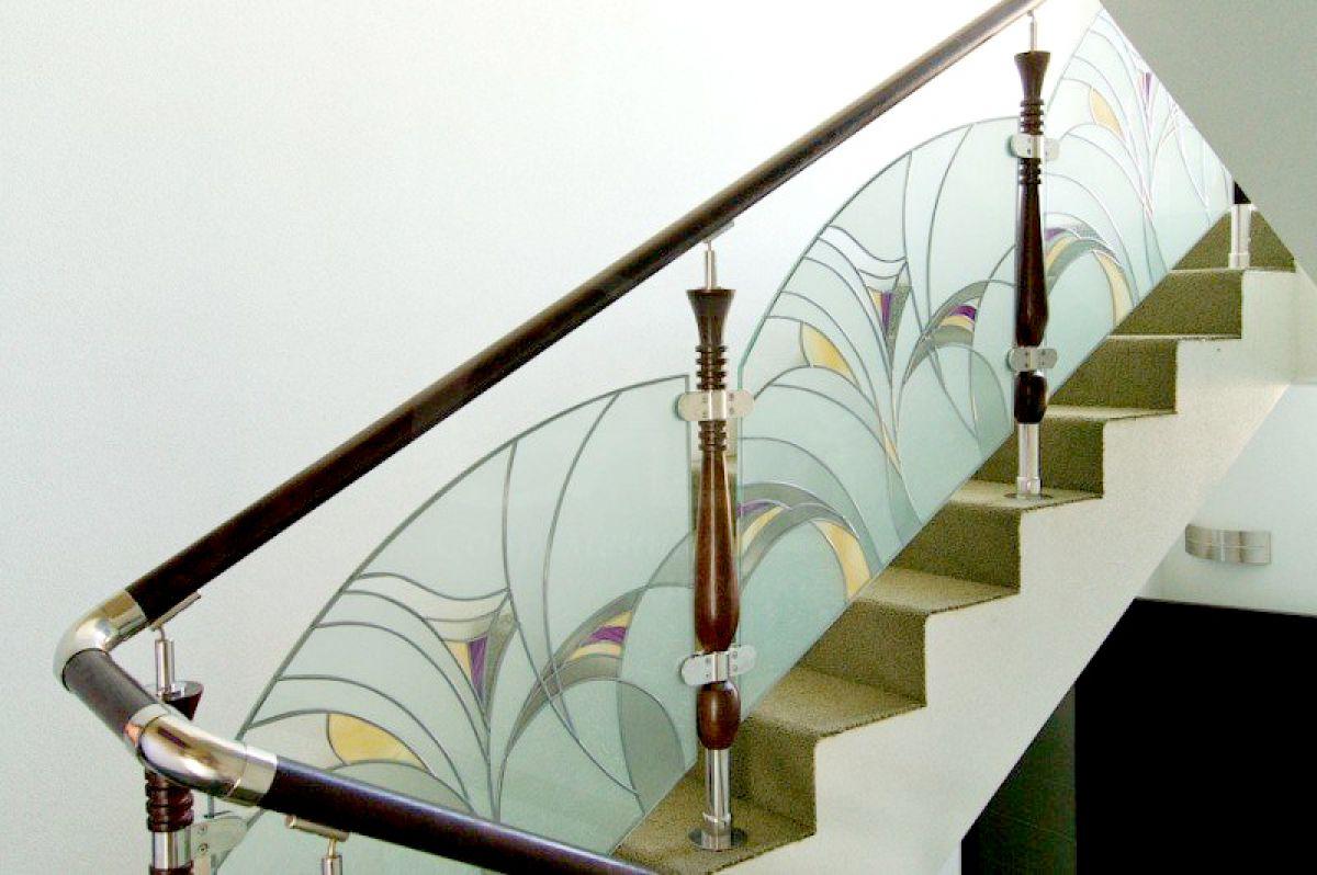 Стеклянная лестница в интерьере – изящество и надежность 2842