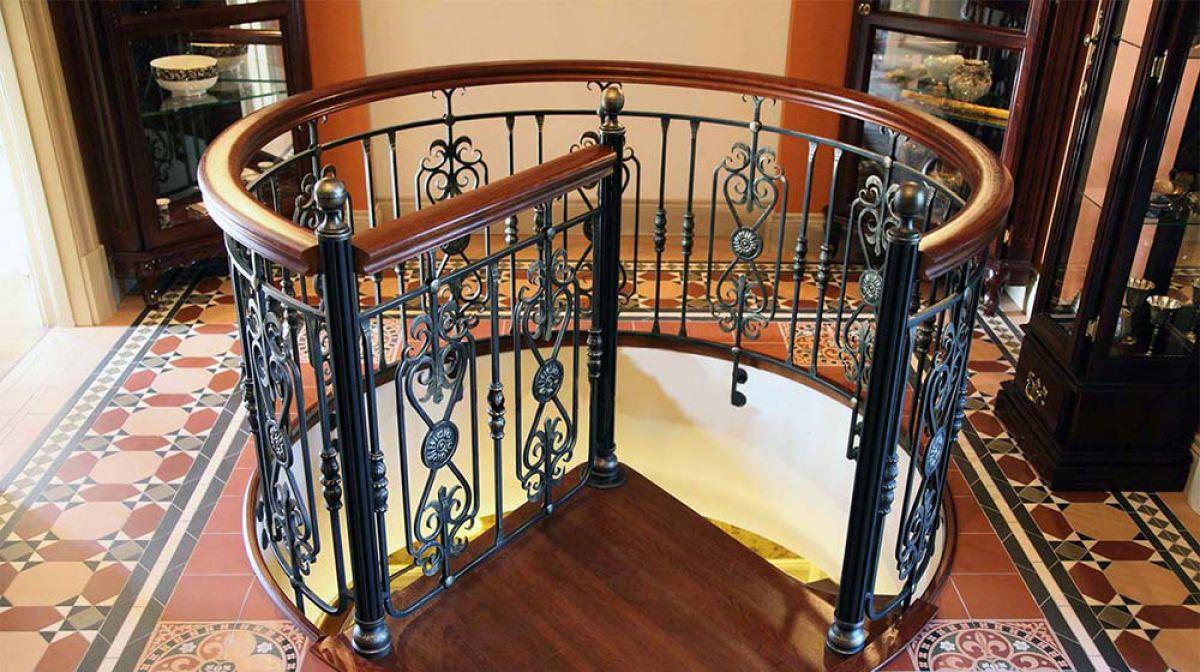 Винтовая лестница своими руками. Виды винтовых лестниц, плюсы и минусы 3403