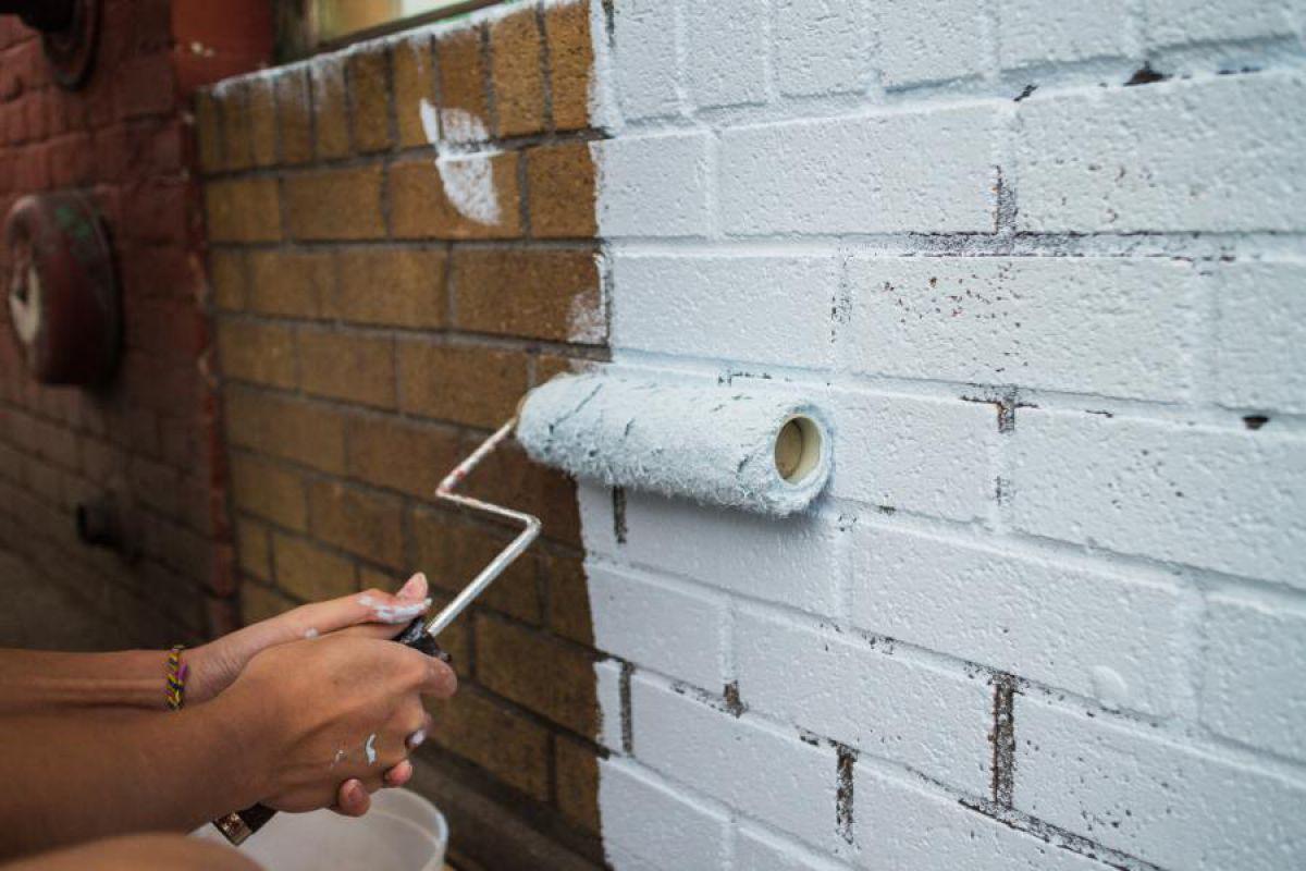 Покрасить кирпичную стену без штукатурки - цель, способы и выбор краски 4169
