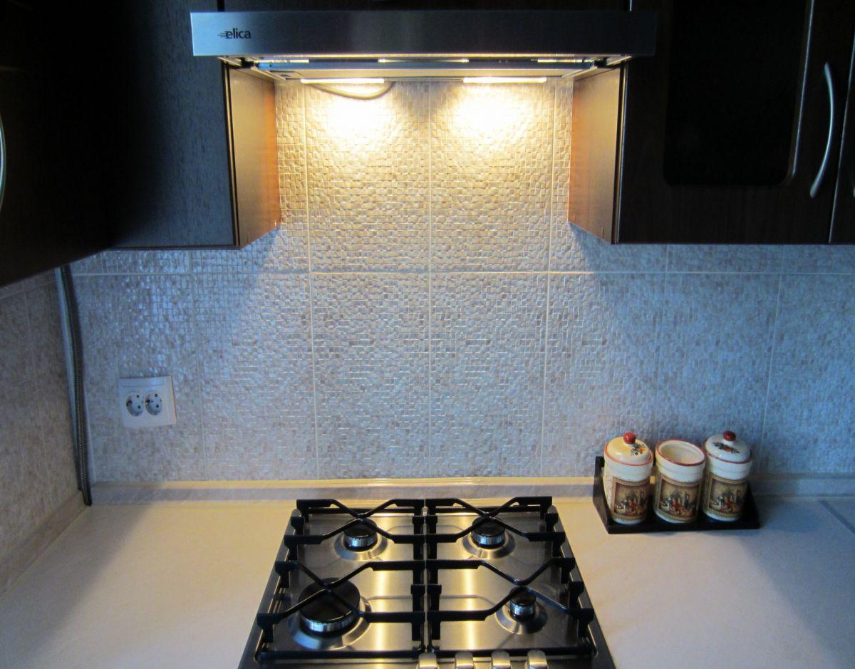 Современные вытяжки в кухонных интерьерах. Виды и выбор вытяжки  4279