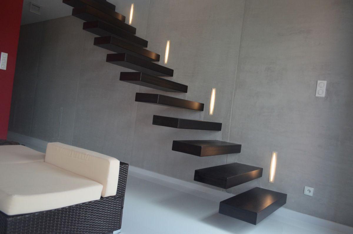 Консольная лестница для коттеджа. Особенности, виды, материалы 4337