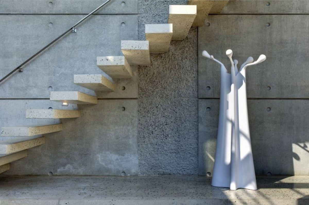 Консольная лестница для коттеджа. Особенности, виды, материалы 4339