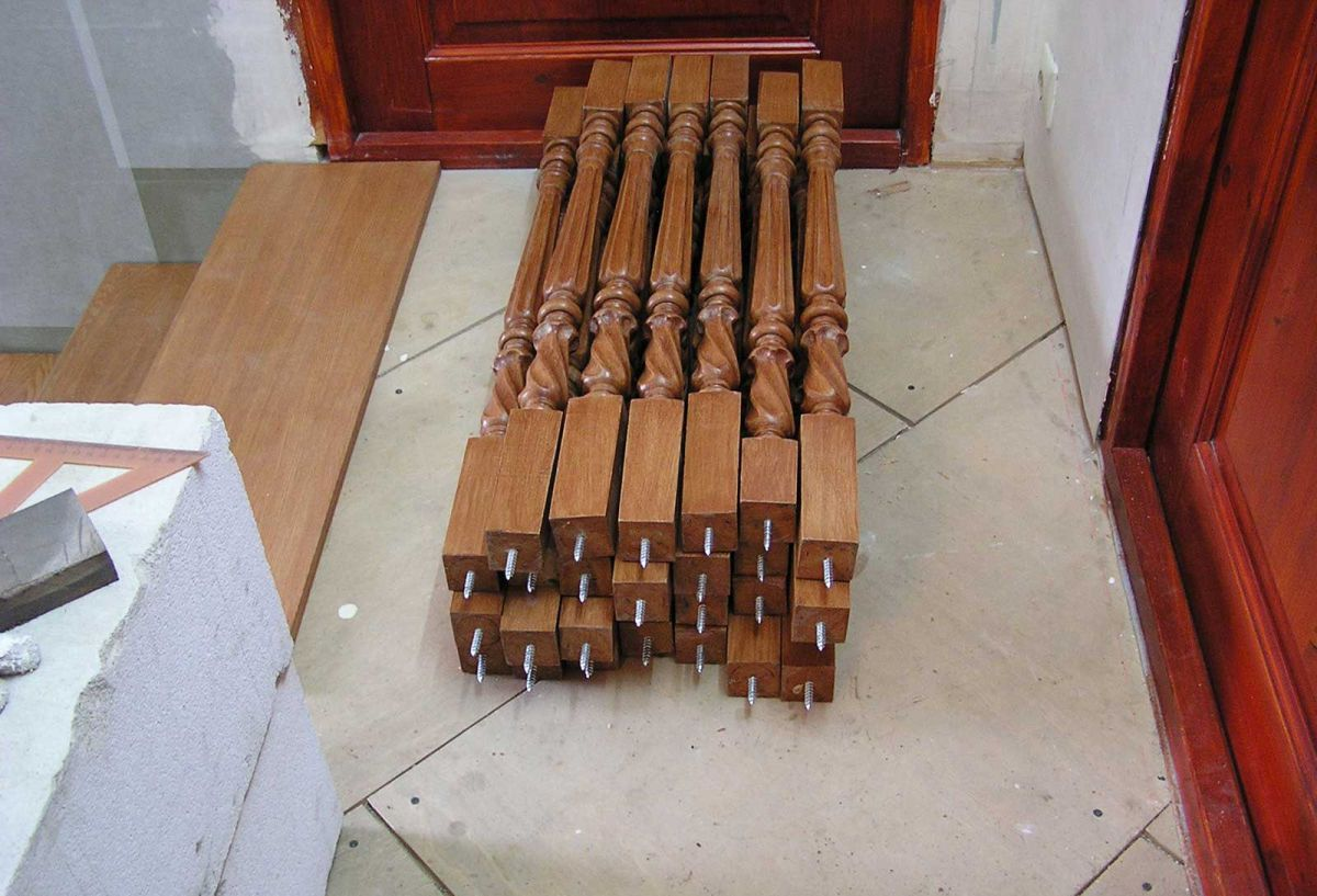 Виды балясин. Балясины для деревянной лестницы. Монтаж своими руками 4499