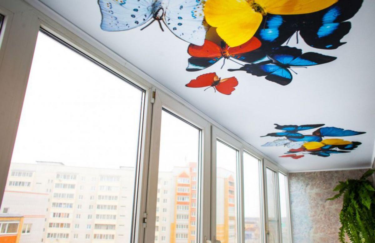 Натяжной потолок на балконе 6048