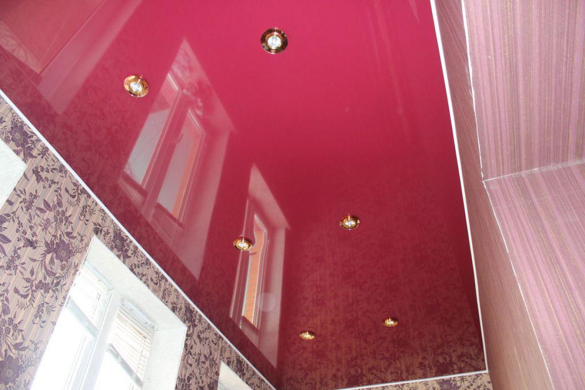 Натяжной потолок на балконе 6050