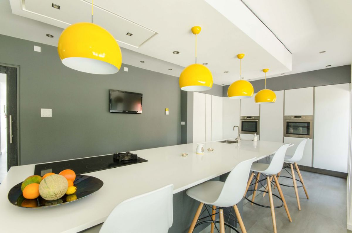 Черно-белая кухня 7033
