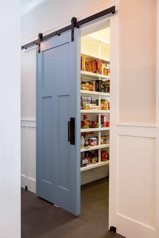 Дверь в кладовку 12013