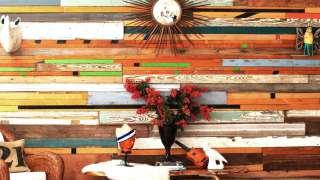 Стена из дерева – природный акцент для интерьера