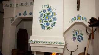Русская печка в доме - побелка известью и роспись