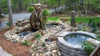 Загородный дом и лето. Водоем, водопад, декоративная мельница