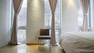 Шторы в интерьере спальни