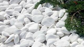Белая галька